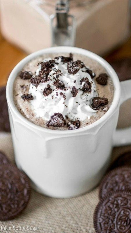 Topla čokolada sa Oreo keksom
