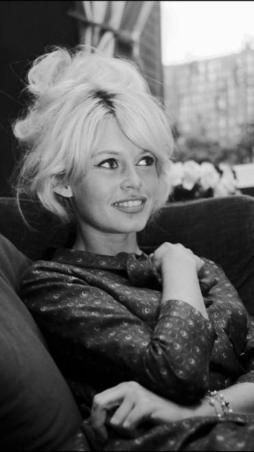 1962: natapirana kosa i šiške sa strane