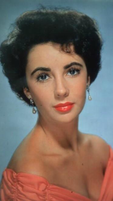 1958: kratka i kovrdžava kosa