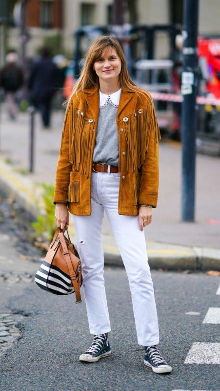 Bele farmerke + jakna u konjak nijansi