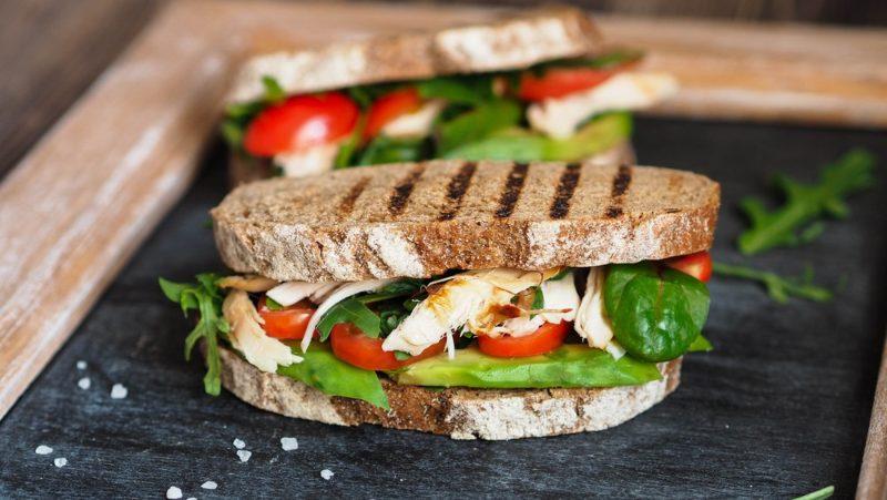 Jednostavan sendvič sa avokadom