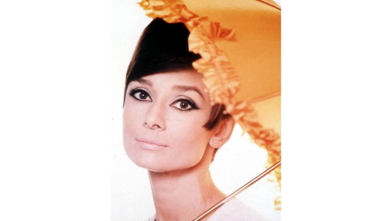 Kratka kosa izgleda ženstveno uz pažljivo odabran makeup