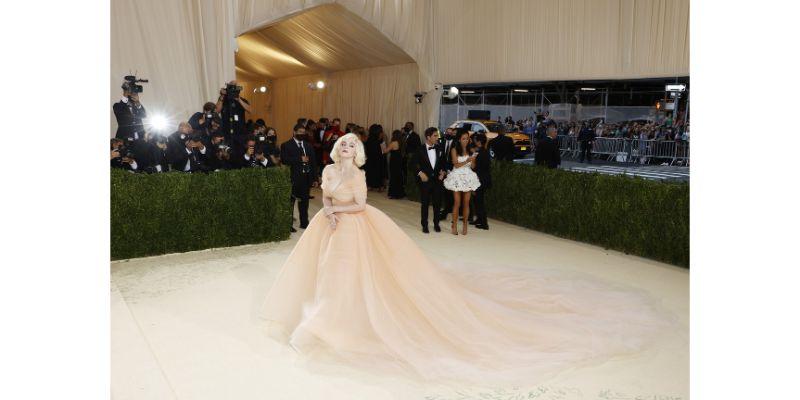 Billie Eilish u Oscar de la Renta haljini