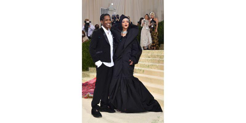 Rihanna u Balenciaga Couture outfitu + A$AP Rocky u ERL smokingu
