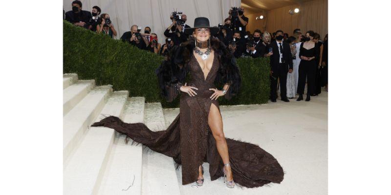Jennifer Lopez u Ralph Lauren outfitu