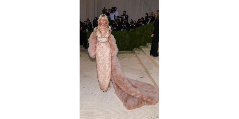 Sienna Miller u Gucci outfitu